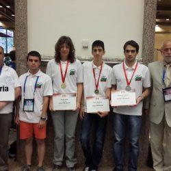 Български ученици спечелиха медали на олимпиада по информатика в Тайван