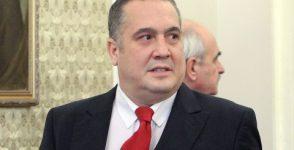 Слави Бинев подаде оставка.