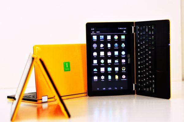 Блестящ мини лаптоп Правец SchoolBook – за отличници