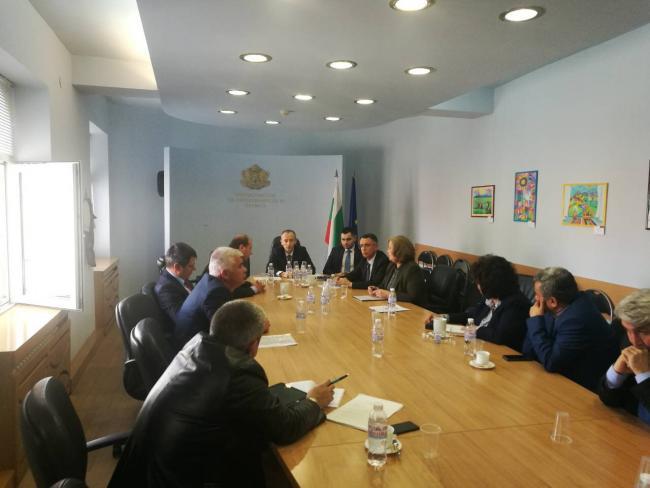 Кметове напират за изучаване на турски в училище